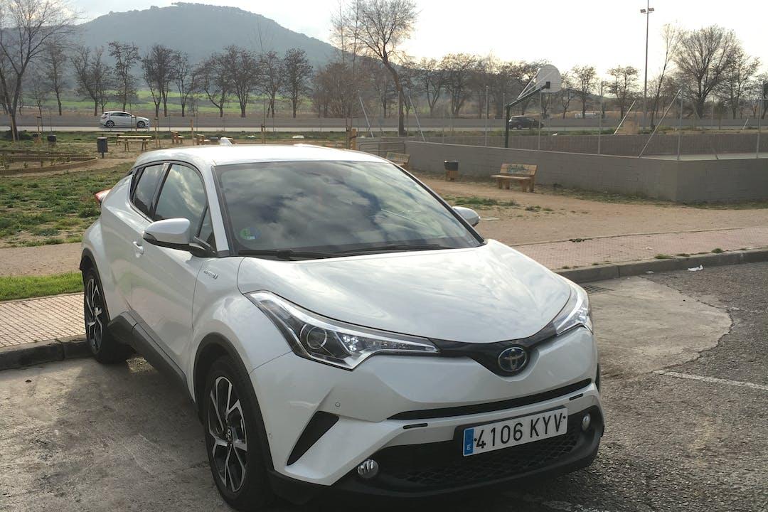Alquiler barato de Toyota C-Hr 125H Advance con equipamiento Aire acondicionado cerca de 28803 Alcalá de Henares.