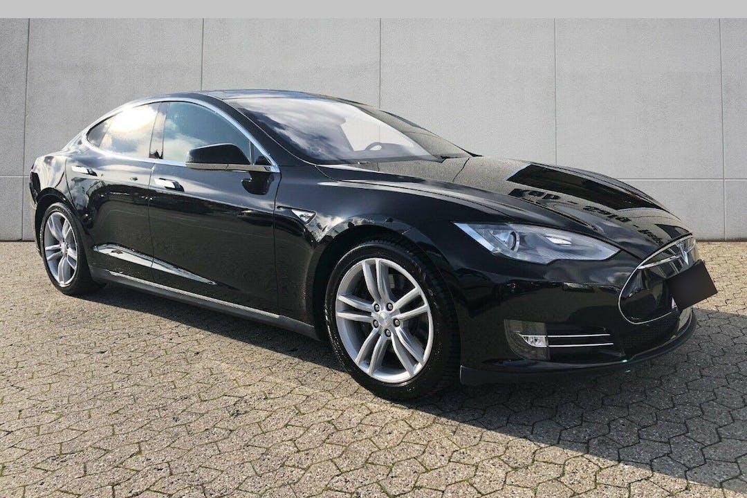 Billig billeje af Tesla Model S nær  København.