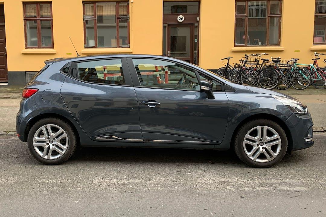 Billig billeje af Renault Clio HB med GPS nær 2300 København.