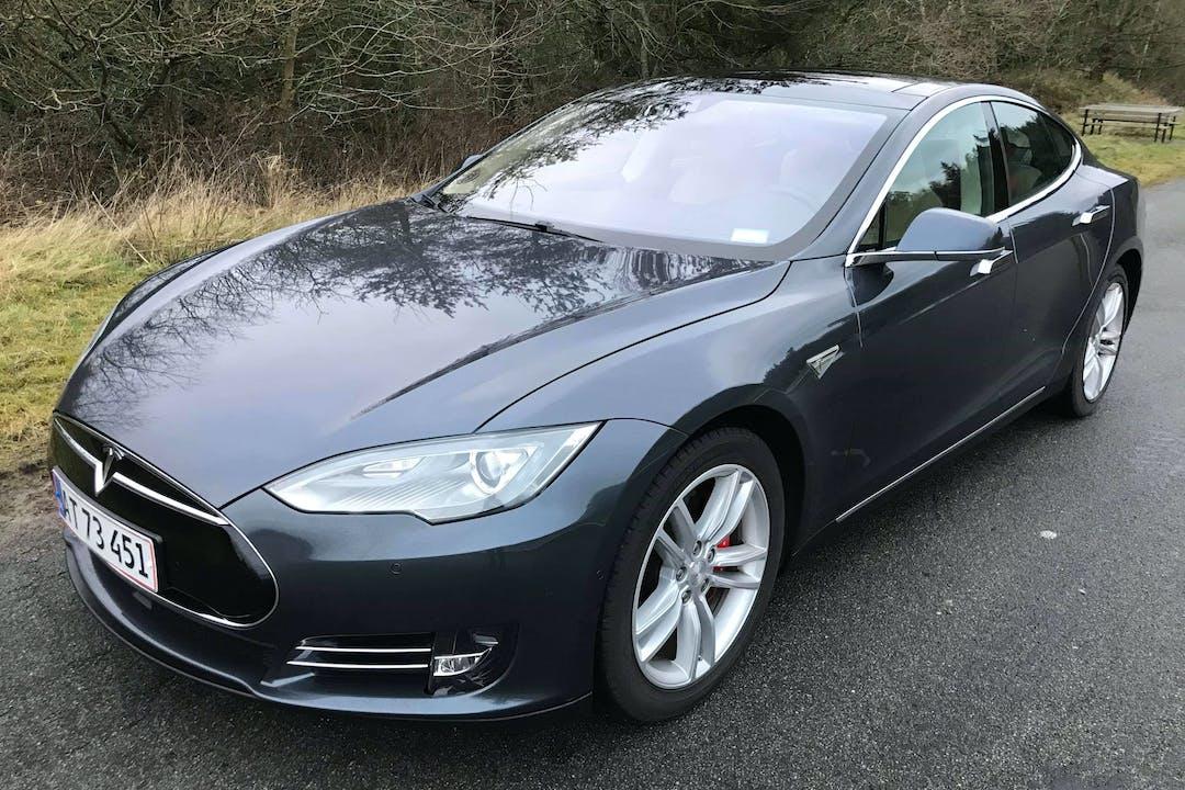 Billig billeje af Tesla Model S nær 2200 København.