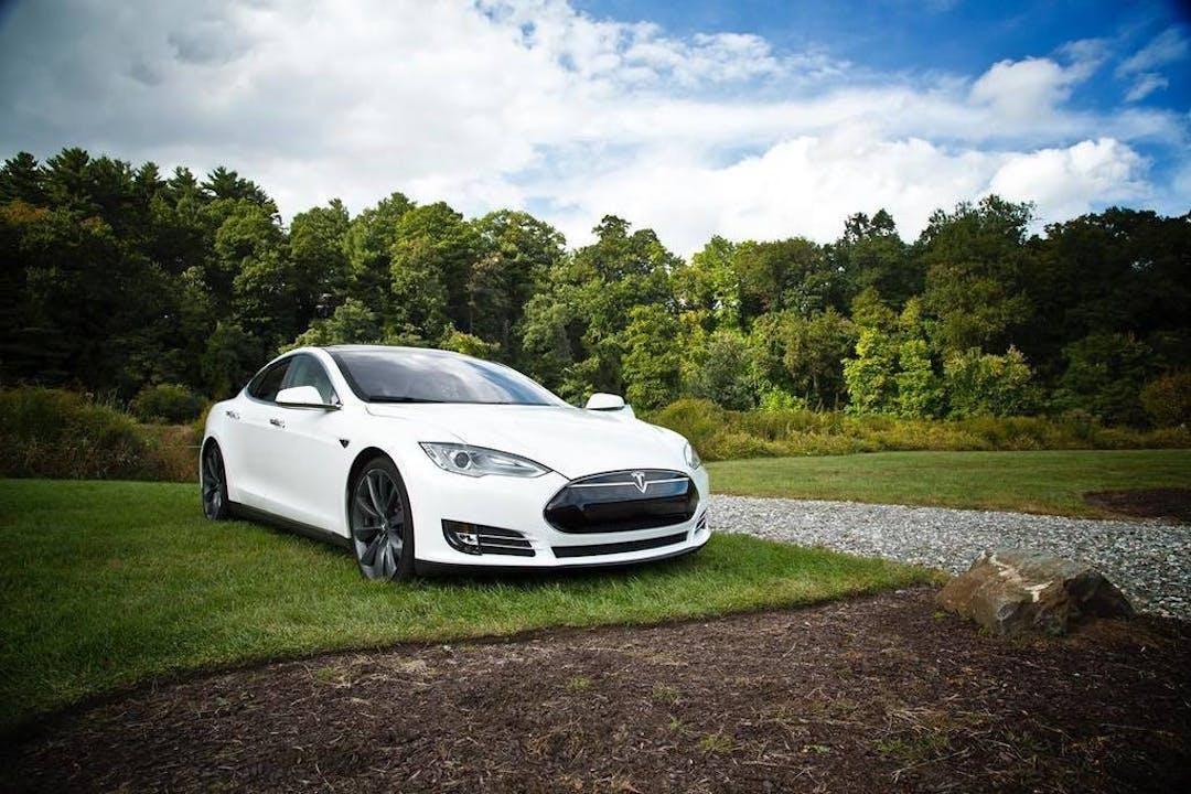 Billig billeje af Tesla Model S med Aircondition nær 8700 Horsens.