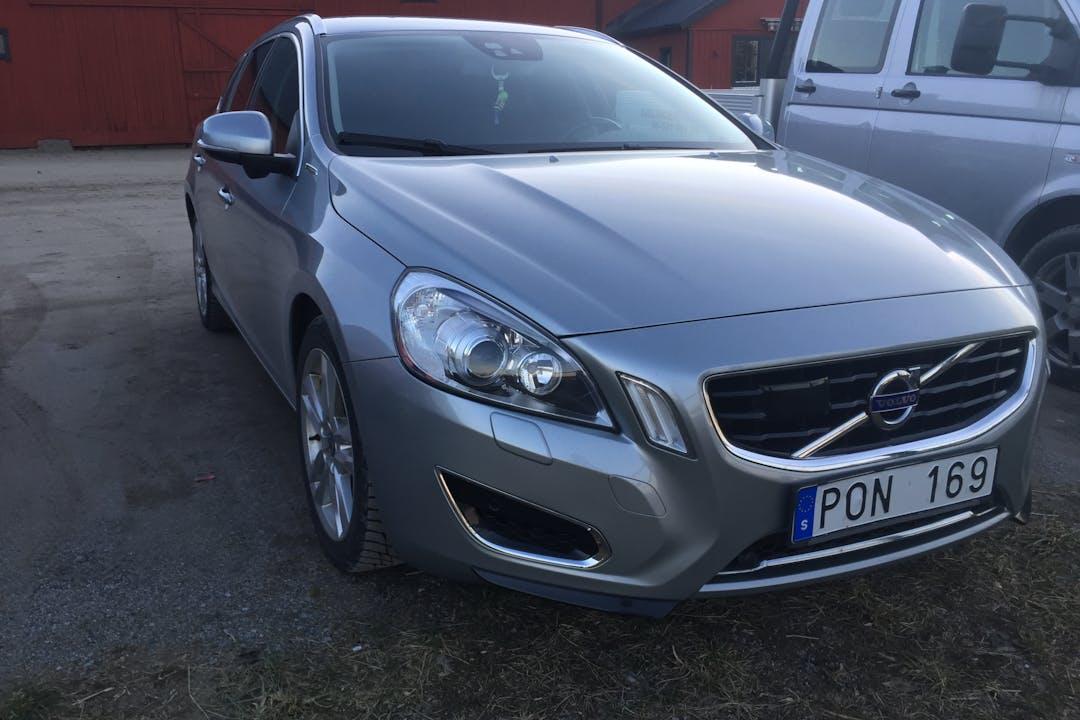 Billig biluthyrning av Volvo V60 med GPS i närheten av 175 54 Viksjö.