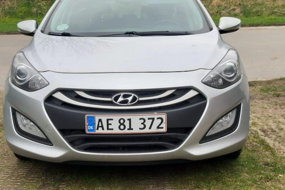 Billig billeje af Hyundai i30 nær 3210 Vejby.