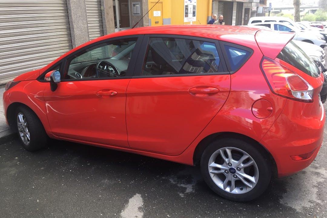 Alquiler barato de Ford Fiesta 1.5 Tdci 95 Black & White cerca de 15006 La Coruña.