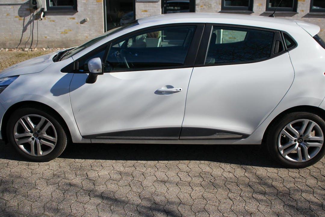 Billig billeje af Renault Clio HB nær 2400 København.