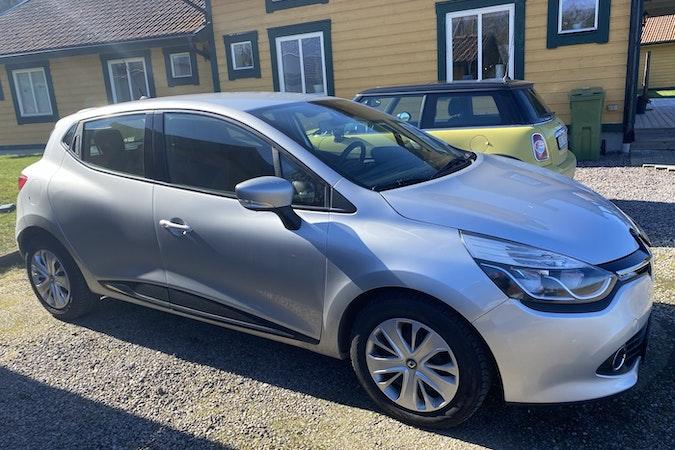 Billig biluthyrning av Renault Clio i närheten av  Broslätt.
