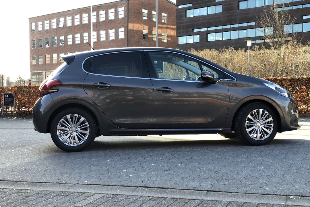Billig billeje af Peugeot 208 Prestige 1.5 BlueHDi 100 HK nær 8600 Silkeborg.