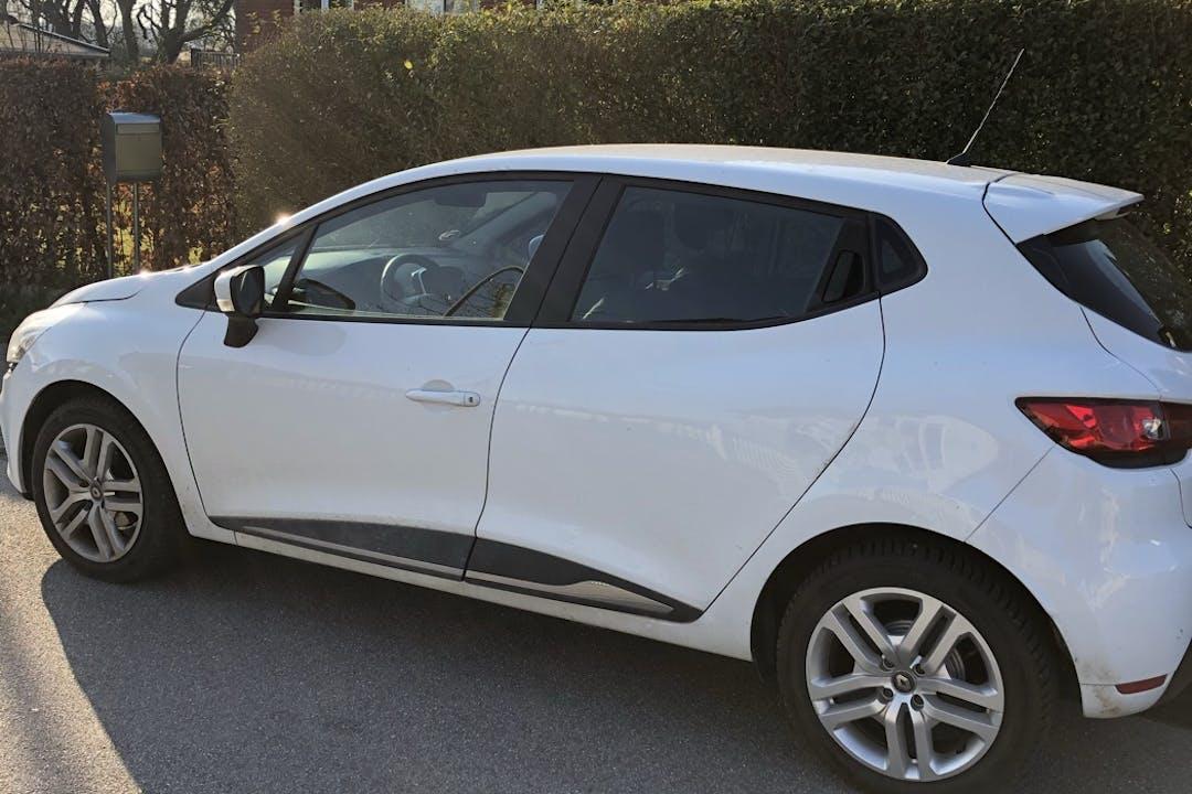 Billig billeje af Renault Clio HB med GPS nær 5700 Svendborg.