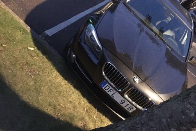 Billig biluthyrning av BMW 5 Series med Bluetooth i närheten av 152 40 Rosenlund.