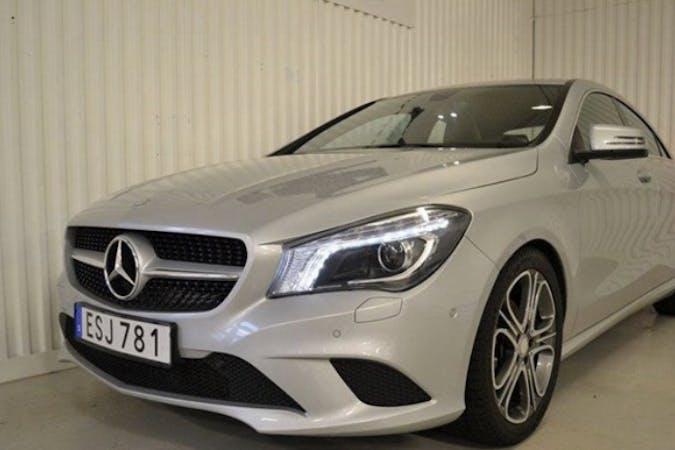 Billig biluthyrning av Mercedes A-Class i närheten av 152 40 Rosenlund.