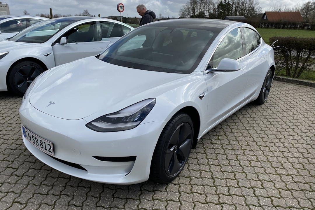 Billig billeje af Tesla Model 3 med Aircondition nær 4000 Roskilde.