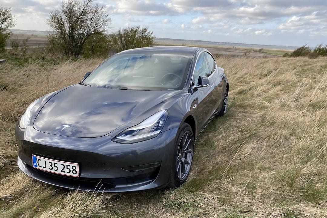 Billig billeje af Tesla Model 3 Long Range All-Wheel Drive med GPS nær 9000 Aalborg.