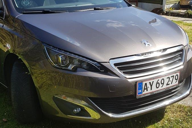 Billig billeje af Peugeot 308 med GPS nær 2300 København.