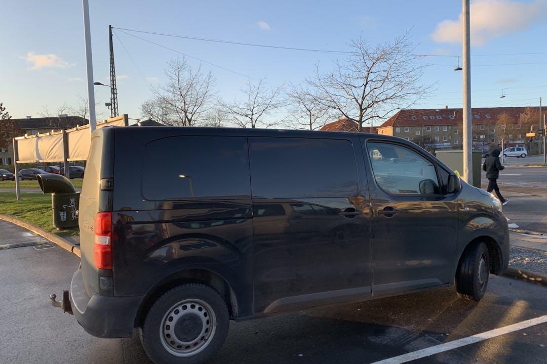 Billig billeje af Toyota ProAce nær 2720 København.