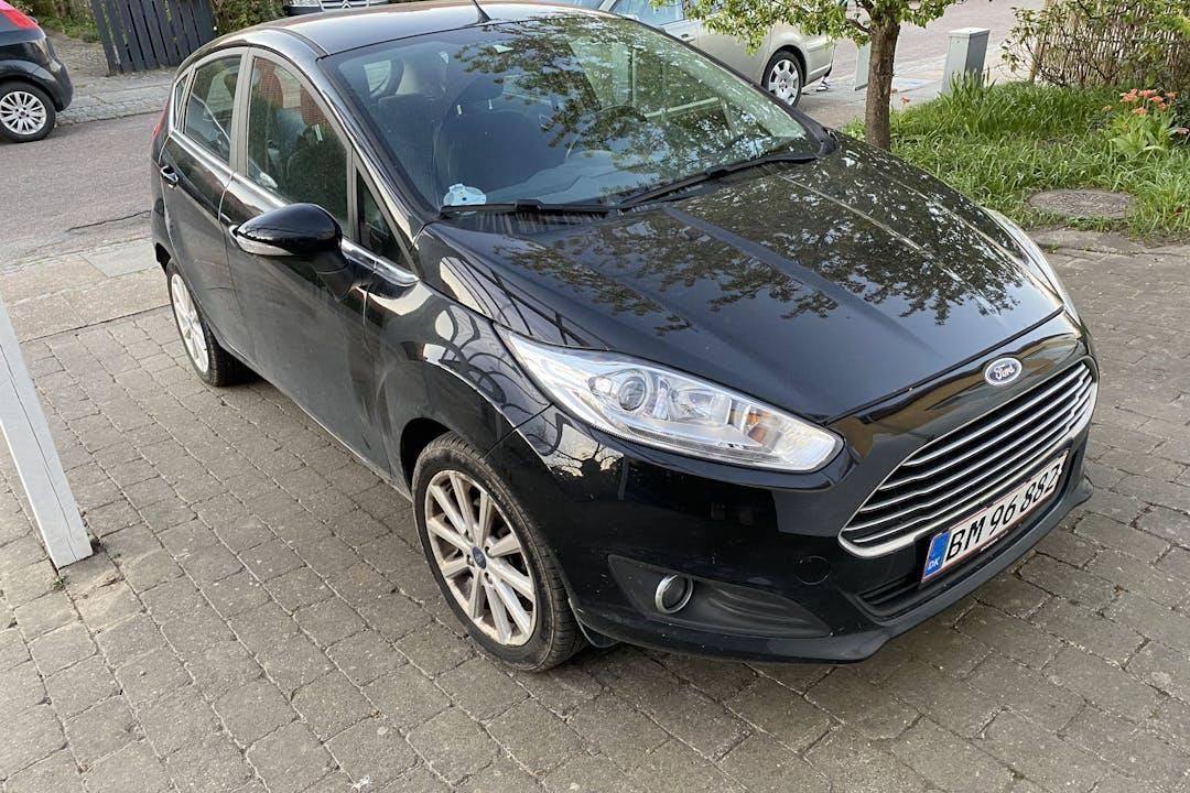 Billig billeje af Ford Fiesta med Isofix beslag nær 2500 København.