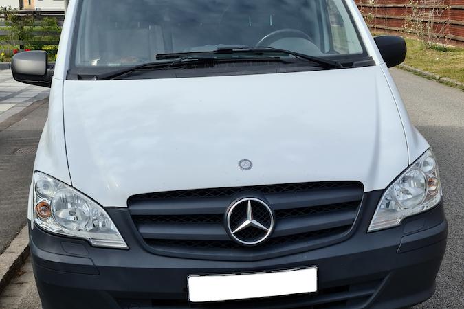 Billig biluthyrning av Mercedes Benz Vito i närheten av 214 58 Fosie.