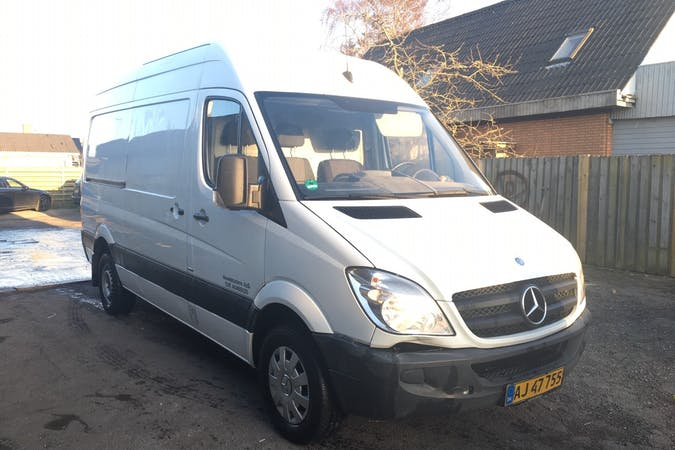 Billig billeje af Mercedes Sprinter nær 2100 København.