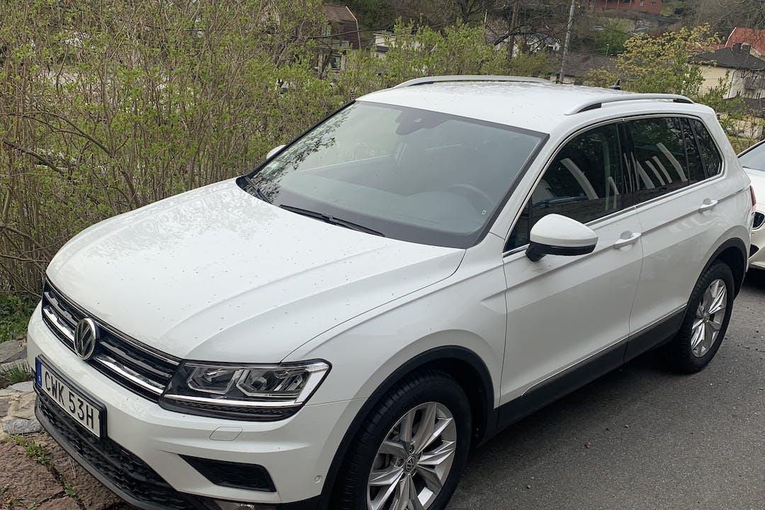 Billig biluthyrning av Volkswagen Tiguan med Aircondition i närheten av 141 44 Flemingsberg.