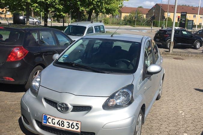 Billig billeje af Toyota AYGO nær 2200 København.