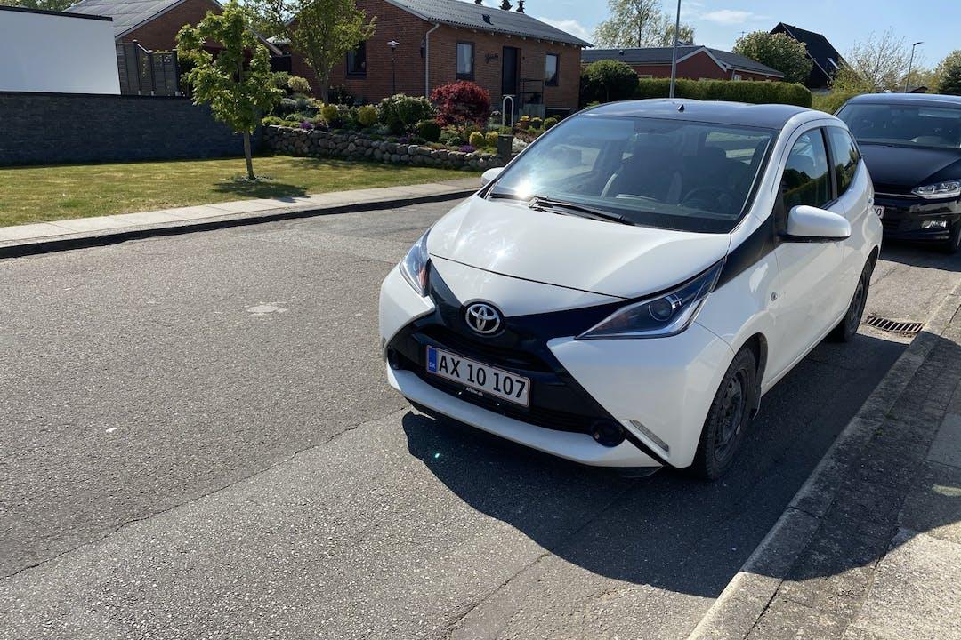 Billig billeje af Toyota AYGO med Bluetooth nær 9260 Gistrup.