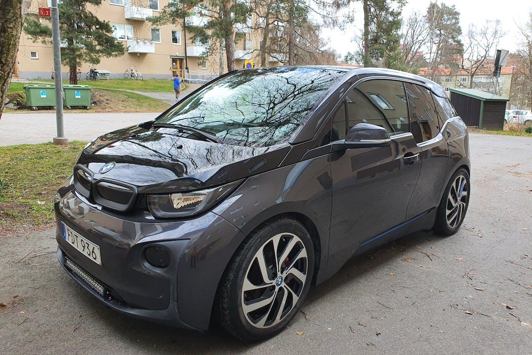 Billig biluthyrning av BMW i3 med GPS i närheten av 121 51 Björkhagen.