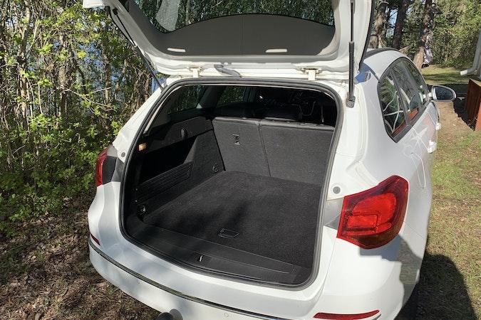 Billig biluthyrning av Opel Astra Sports Tourer 1.4 Turbo i närheten av 121 54 Kärrtorp.
