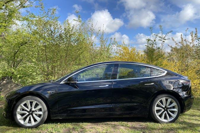 Billig billeje af Tesla Model 3 med GPS nær 1416 København.