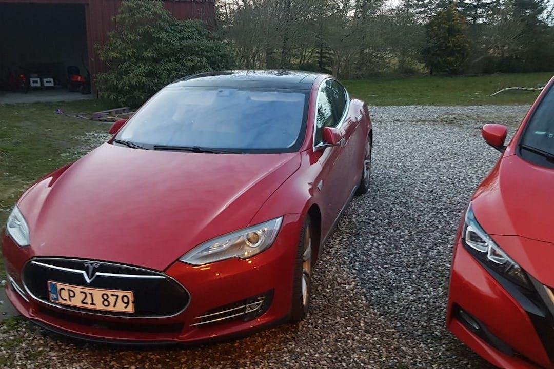 Billig billeje af Tesla Model S med Aircondition nær 9460 Brovst.