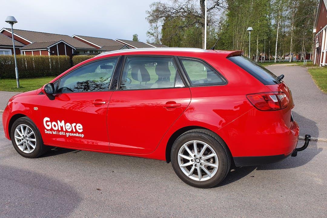 Billig biluthyrning av Seat Ibiza Kombi med Isofix i närheten av 703 78 Haga.