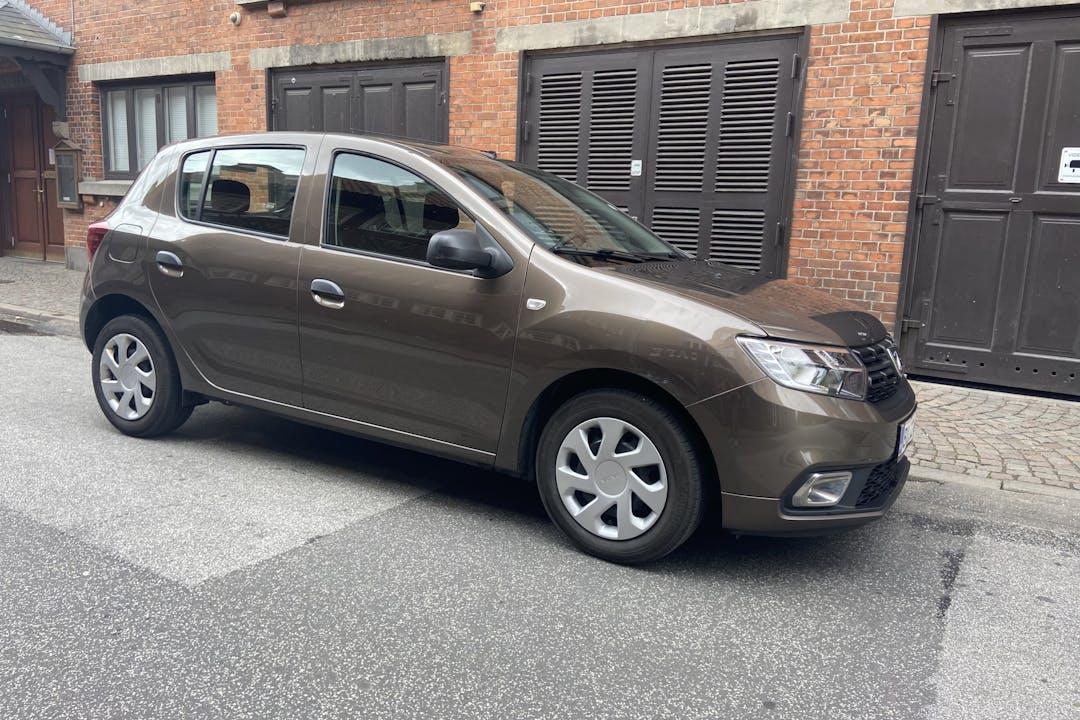 Billig billeje af Dacia Sandero Diesel - 28,6 km/l med GPS nær 8260 Viby.