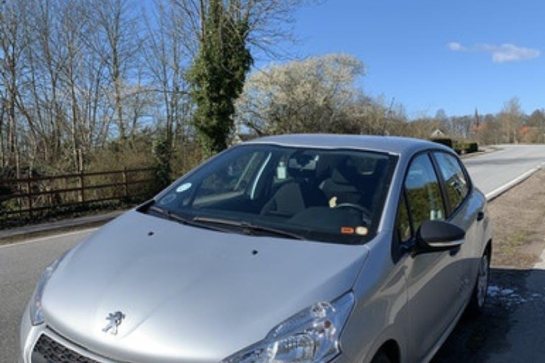 Billig billeje af Peugeot 208 nær 8305 Samsø.