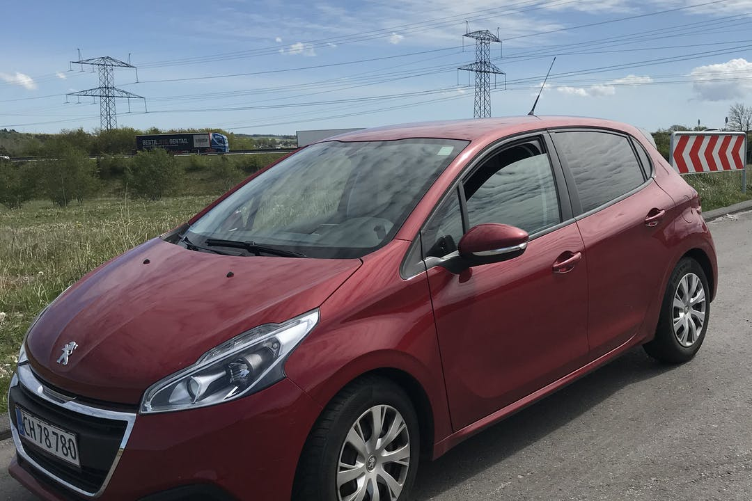 Billig billeje af Peugeot 208 nær 9530 Støvring.