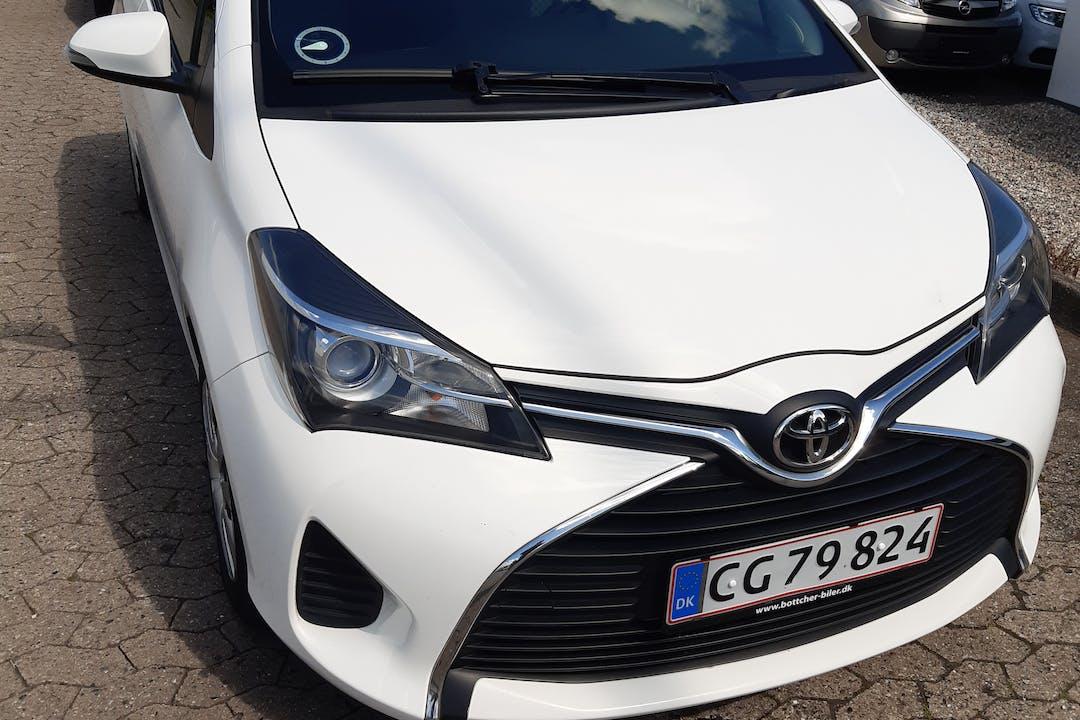Billig billeje af Toyota Yaris nær 2840 Holte.