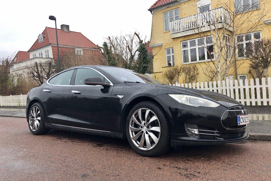 Billig billeje af Tesla Model S med Aircondition nær 2500 København.