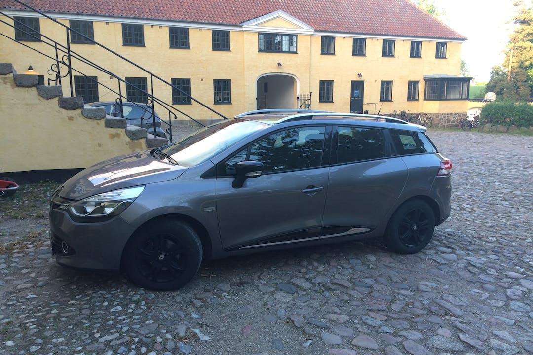 Billig billeje af Renault Clio SW med Anhængertræk nær 4600 Køge.