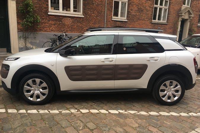 Billig billeje af Citroën C4 Cactus med Isofix beslag nær  København.