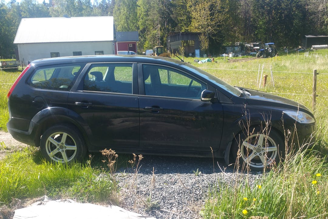 Billig biluthyrning av Ford Focus med Aircondition i närheten av 184 93 Österåker V.