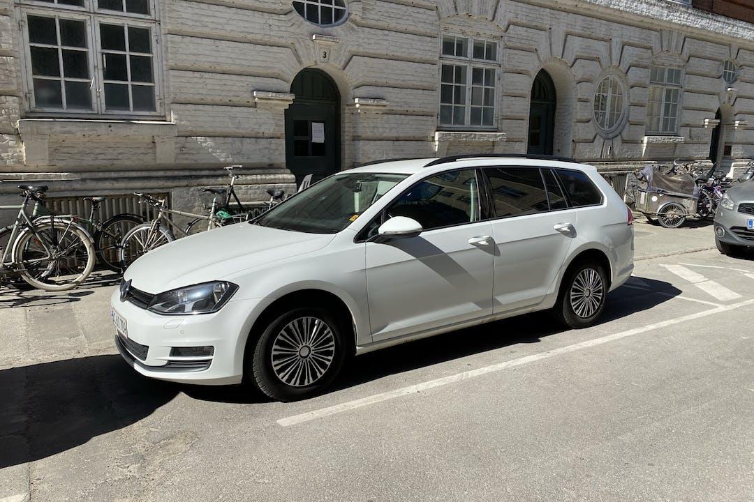 Billig billeje af Volkswagen Golf Stationcar nær 2200 København.
