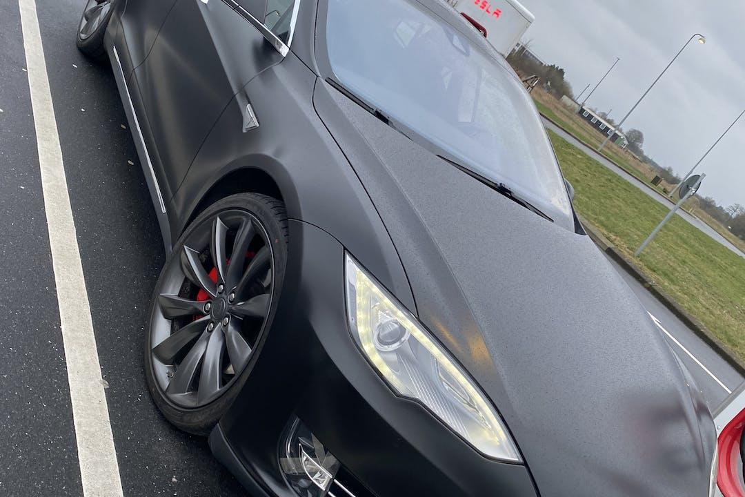 Billig billeje af Tesla Model S nær 7120 Vejle.