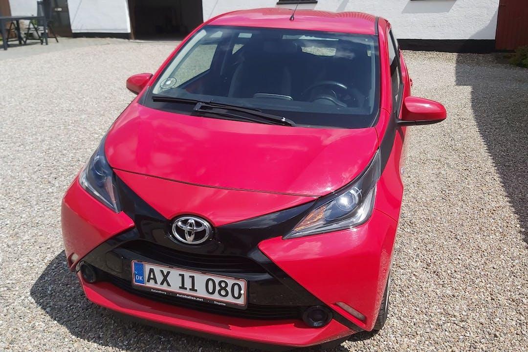 Billig billeje af Toyota Aygo 1.0 med Isofix beslag nær  .