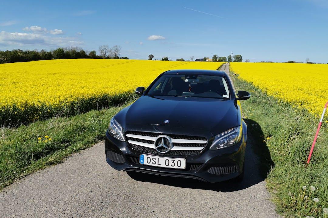 Billig biluthyrning av Mercedes C-Class i närheten av  .