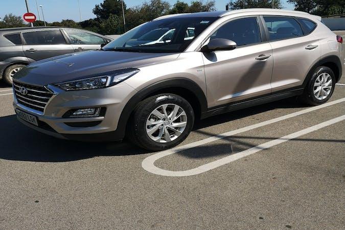Alquiler barato de Hyundai Tucson con equipamiento GPS cerca de 08940 Cornellà de Llobregat.
