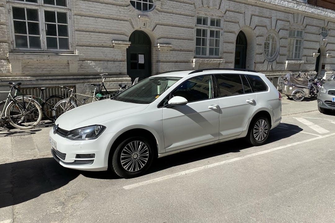 Billig billeje af Volkswagen Golf Stationcar nær 2300 København.