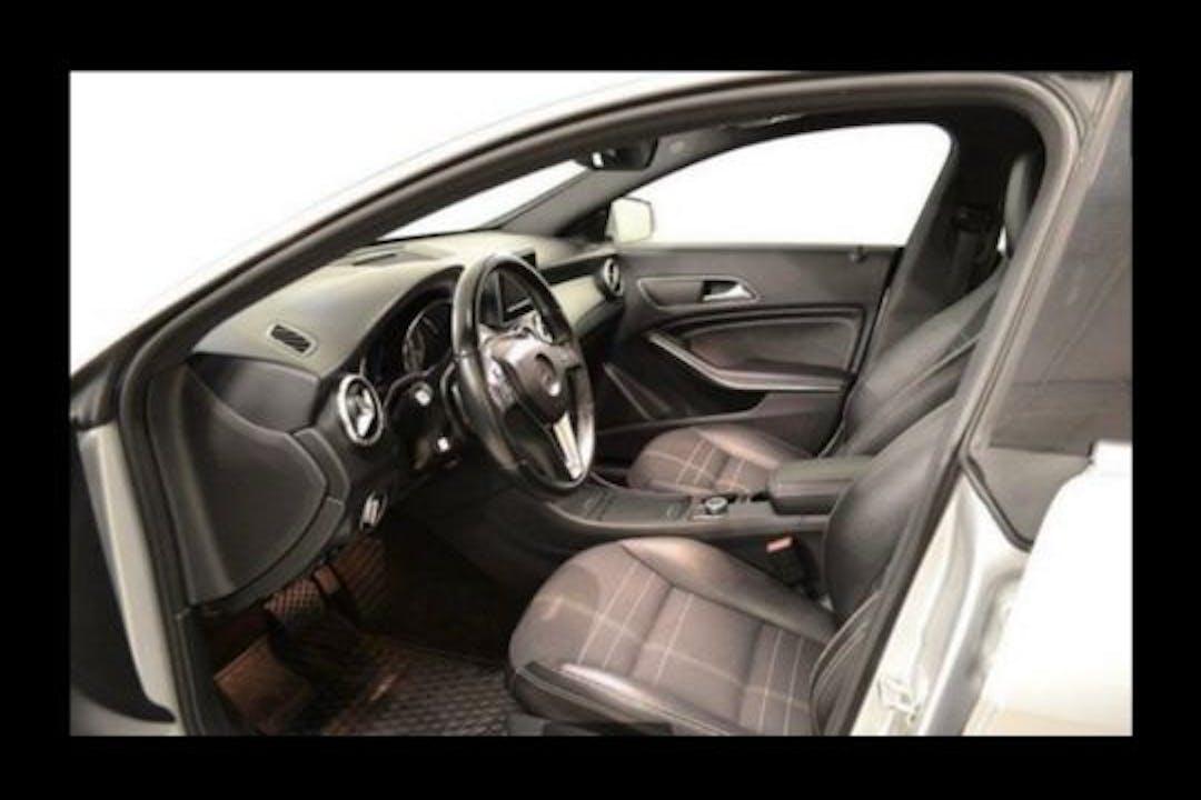 Billig biluthyrning av Mercedes CLA Coupe med GPS i närheten av 151 32 Västergård.
