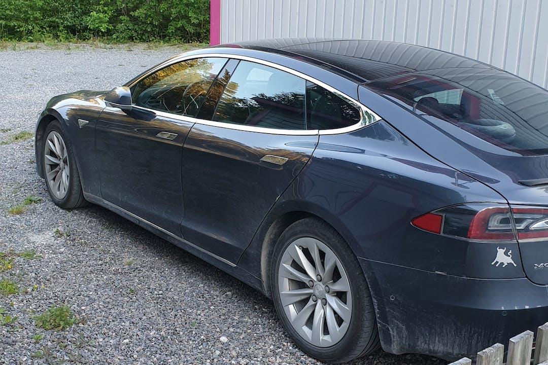 Billig biluthyrning av Tesla Model S i närheten av 730 30 Skinnskatteberg S.
