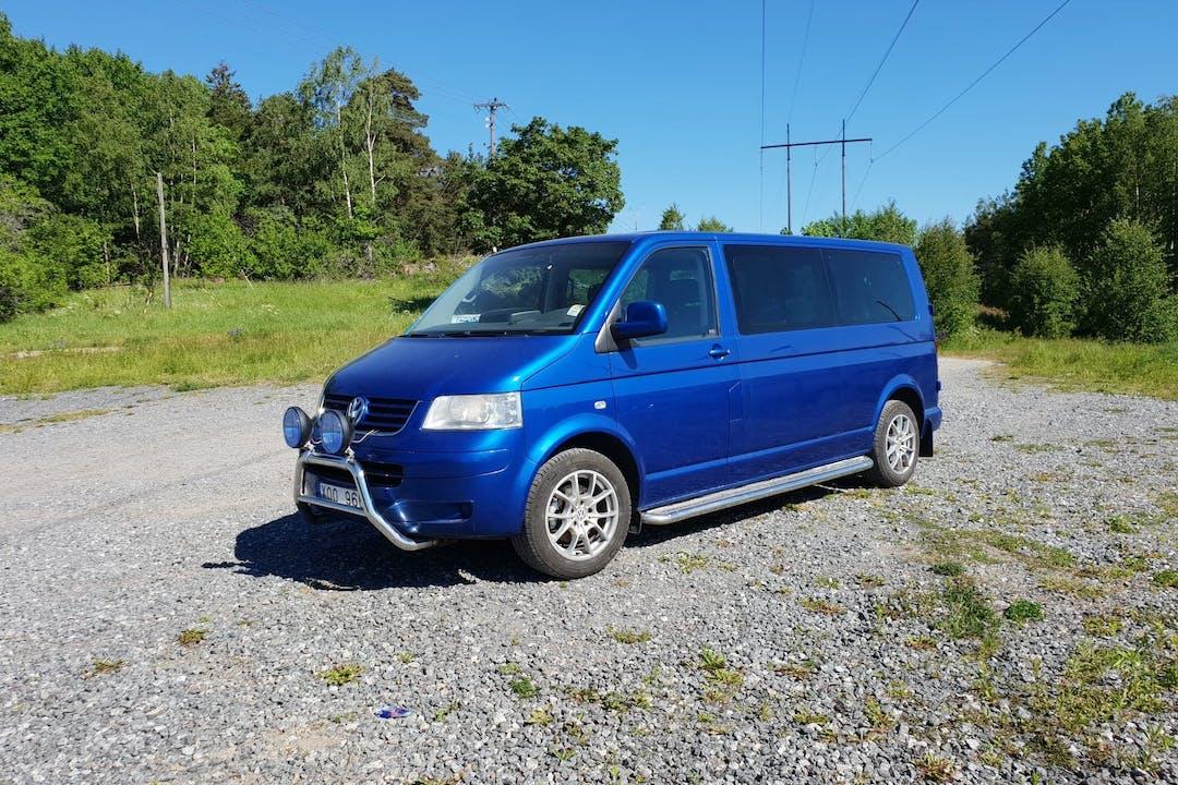 Billig biluthyrning av Volkswagen Caravelle med GPS i närheten av 136 67 .