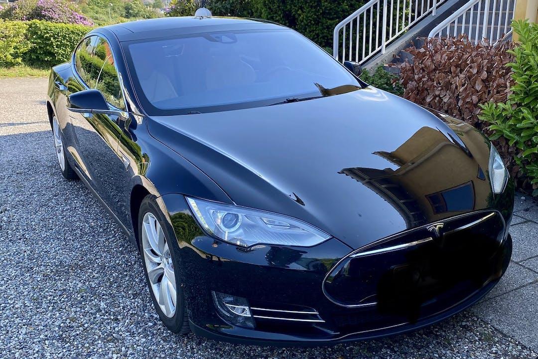 Billig billeje af Tesla Model S med Aircondition nær  København.