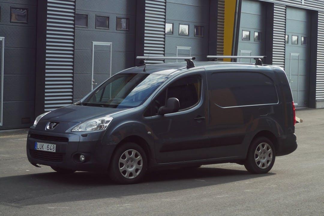 Billig biluthyrning av Peugeot Partner i närheten av 703 69 Olaus Petri.
