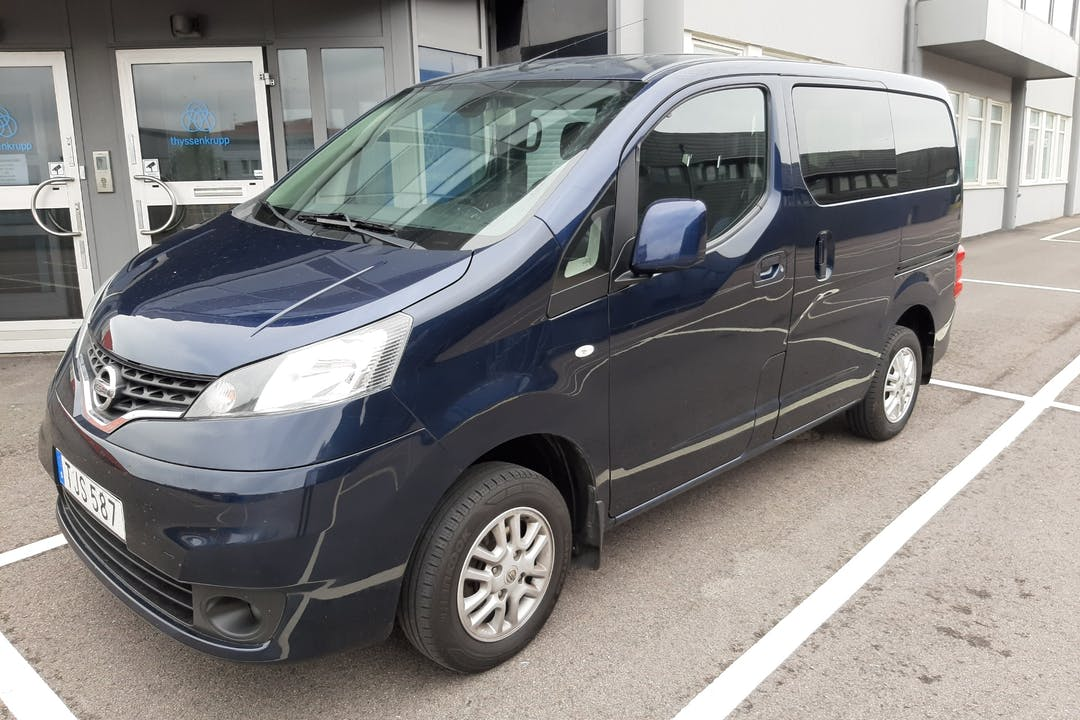 Billig biluthyrning av Nissan E-NV200 Evalia i närheten av 421 53 Önnered.