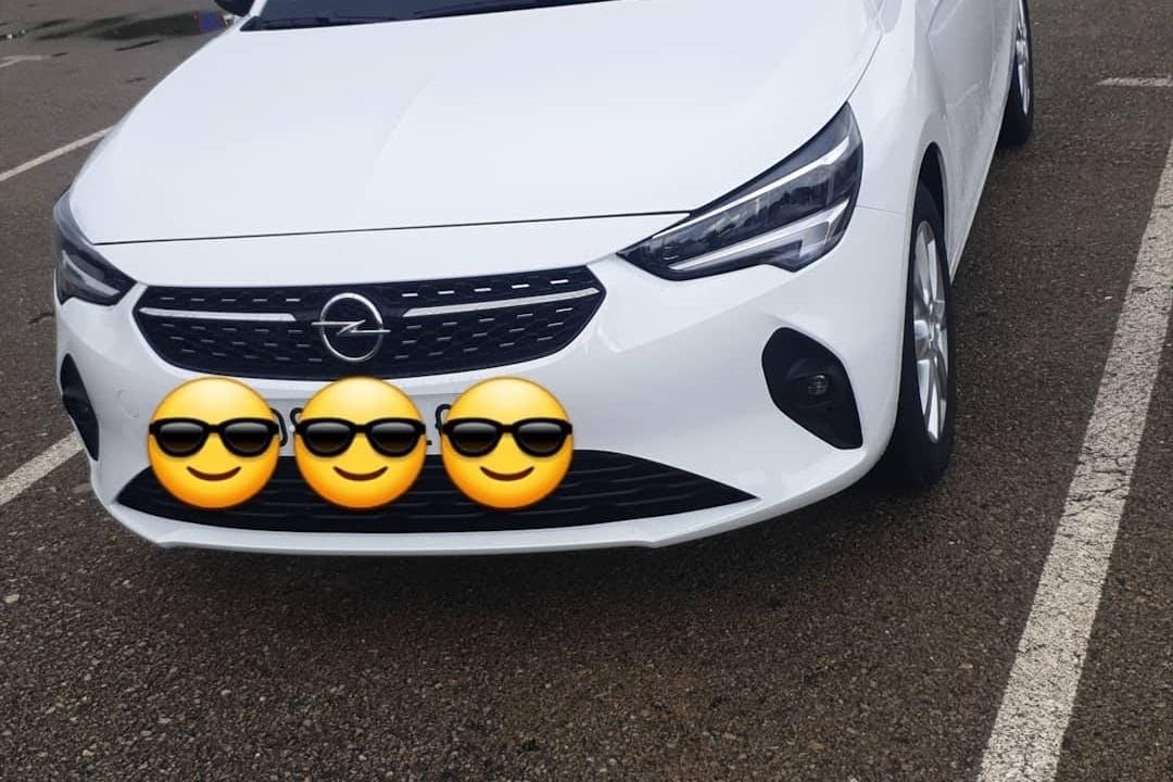 Alquiler barato de Opel Corsa cerca de 17600 Figueres.
